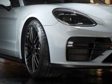 equipment tires for the new Porsche Panamera